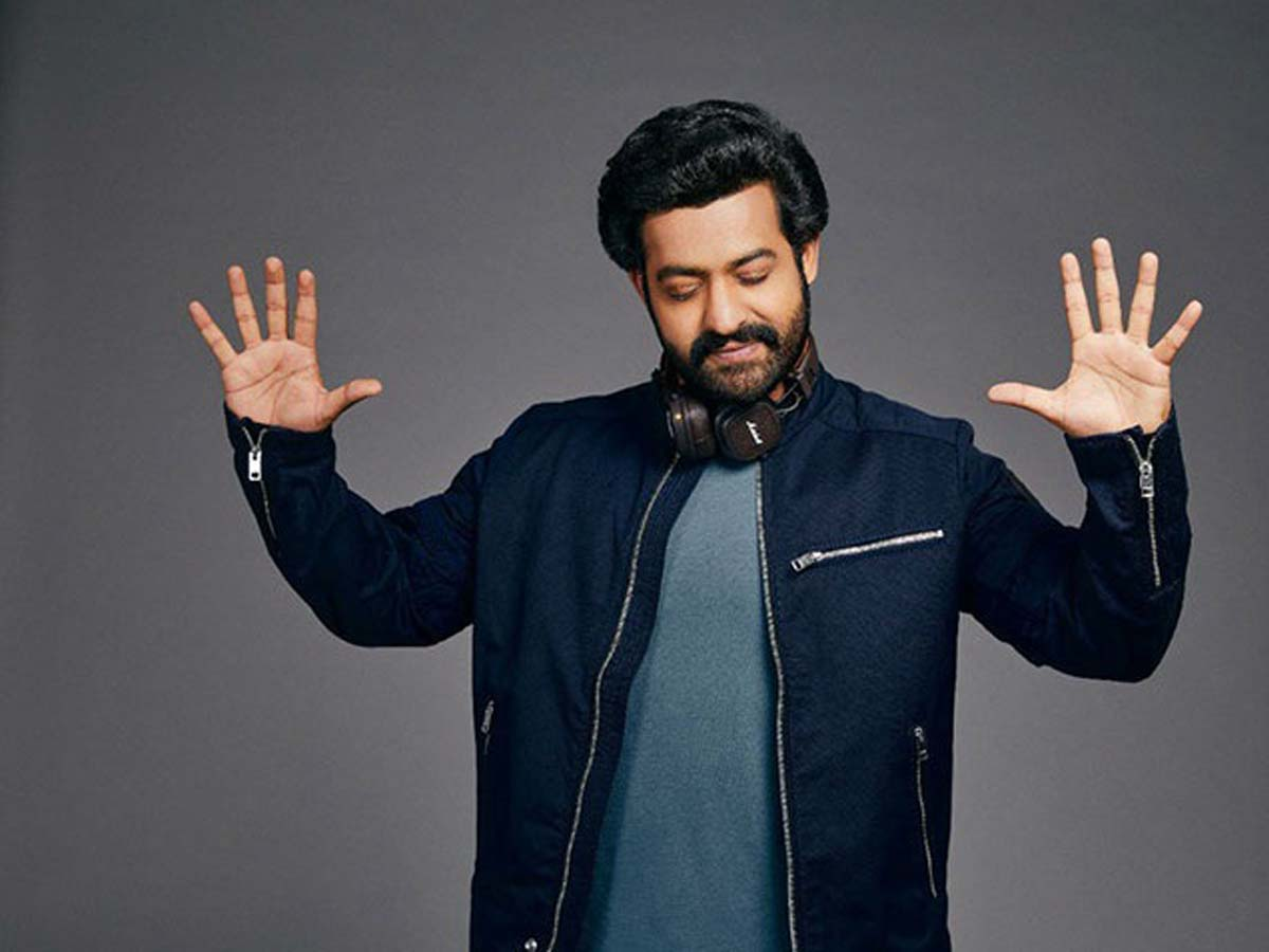Jr NTR enthralls his fan with trendy look