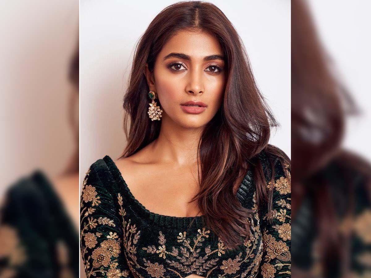 Pooja Hegde: South is obsessed with navels