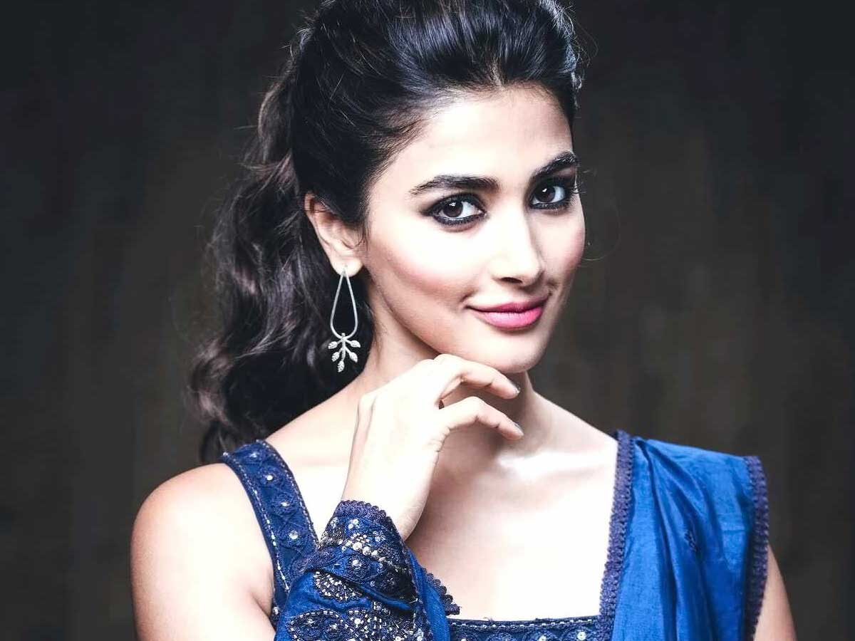 Pooja Hegde wants to complete Radhe Shyam first
