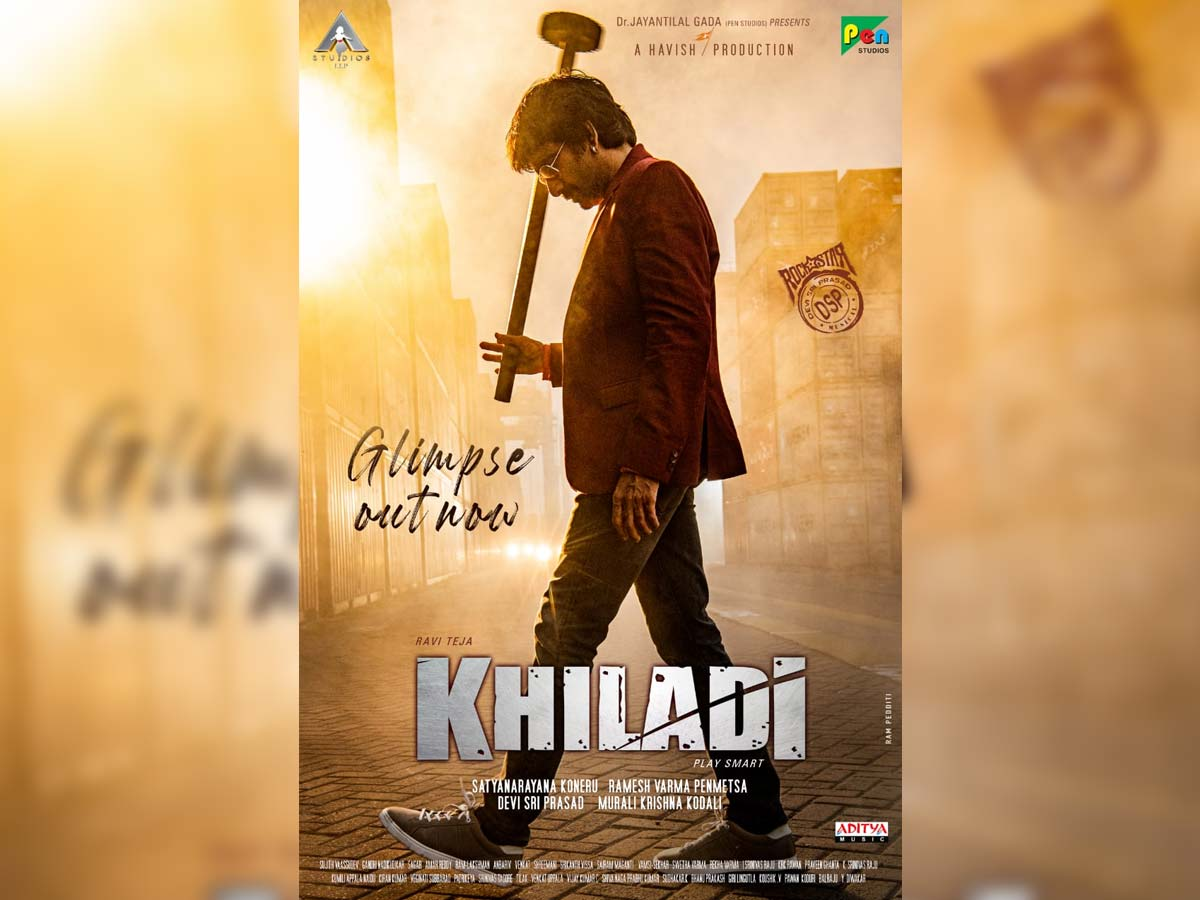 Khiladi First glimpse: Ravi Teja holds a hammer-type iron weapon