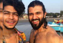 Shirtless wet Vijay Deverakonda with Roshan Abdul Rahoof