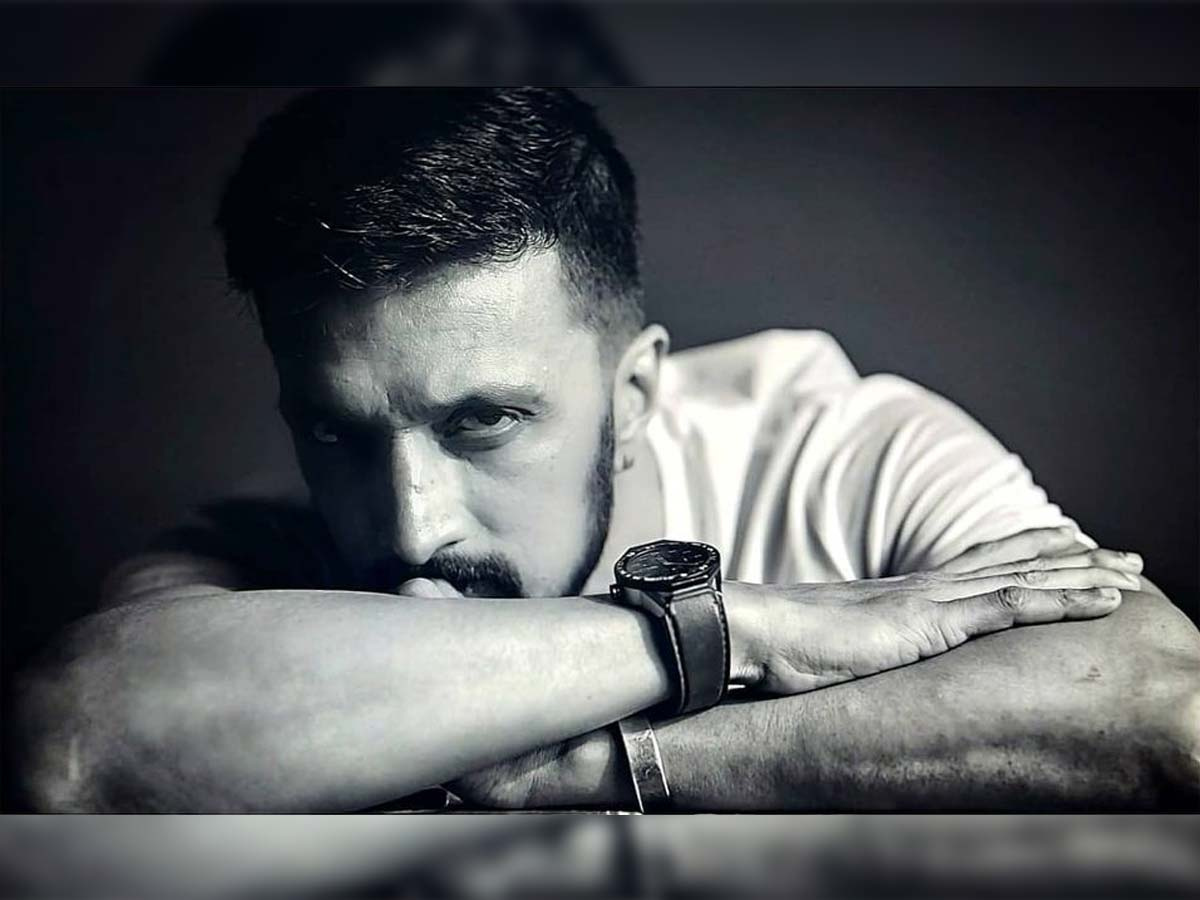 Kichcha Sudeep to take up crucial role in Pawan Kalyan and Surender Reddy film?