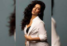 Vishnu Priya's hotness alert in Unbuttoned shirt