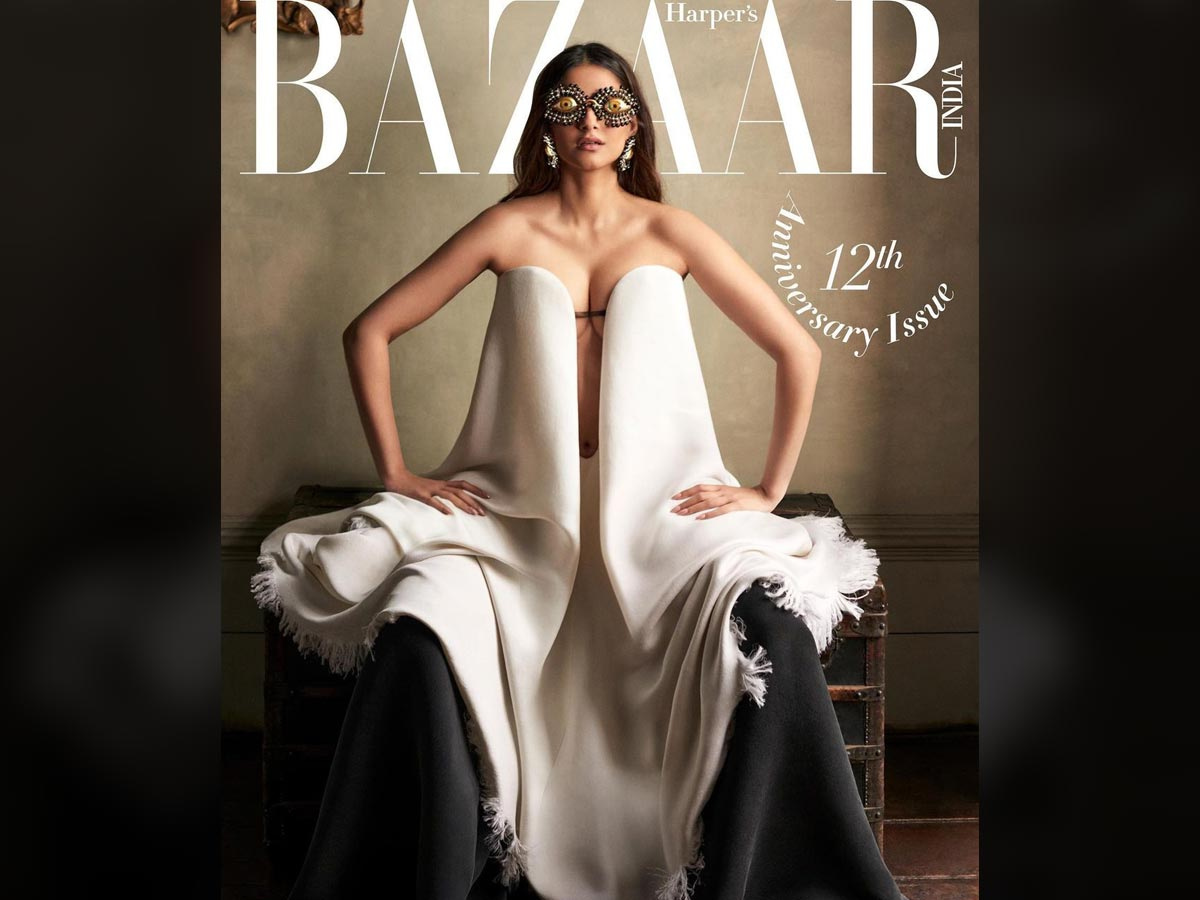 Sonam Kapoor outfit A Joking costume