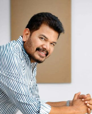 Shankar donates Rs 10 Lakhs to CM relief fund