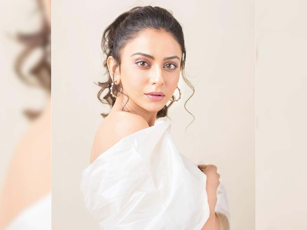 Rakul Preet Singh sarcastic reply to report of having no work in Tollywood