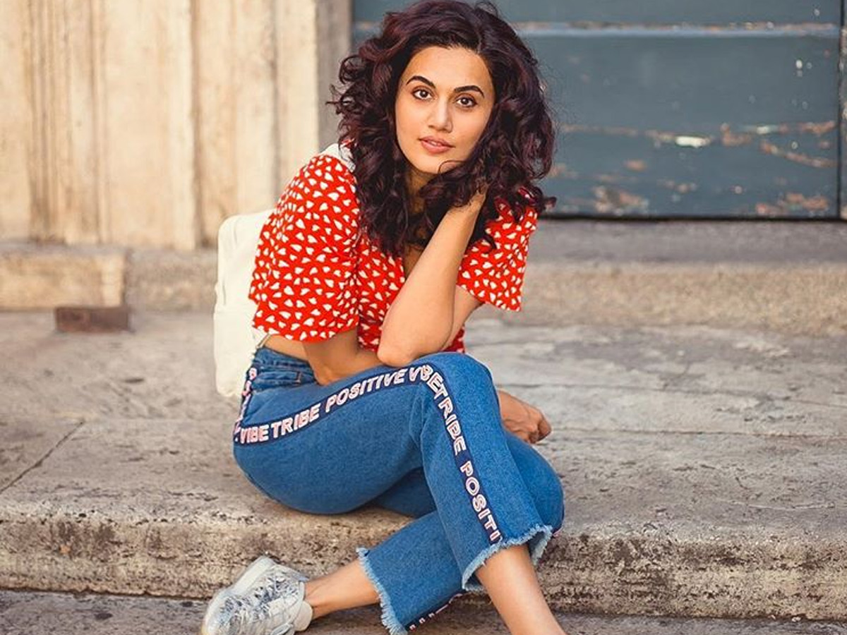 Taapsee Pannu with Aliens